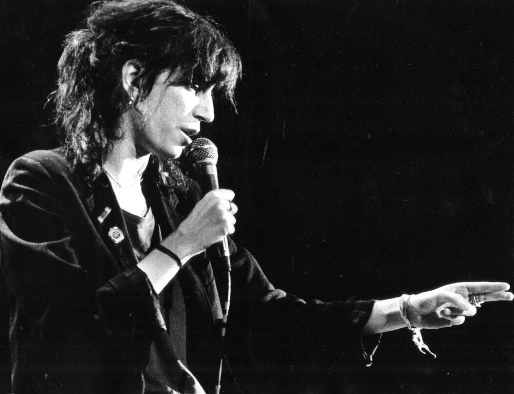 Patti+Smith+sings+1979+at+the+Milwaukee+Auditorium.jpg