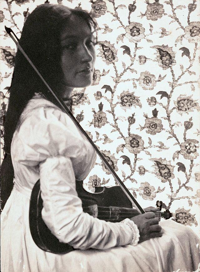 Zitkala-Sa,_1898.jpg
