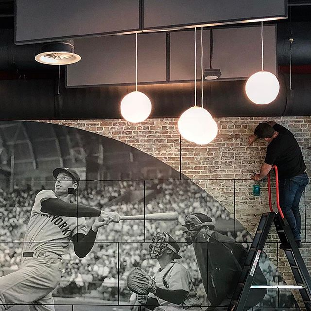 Complete #metamorfose voor het #sportcafe van @radboud_uni , nieuw #interieur en nieuwe naam #theyard #cdnz #interiordesign #joedimaggio