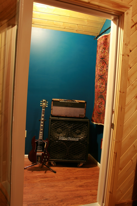 blue room door open.jpg