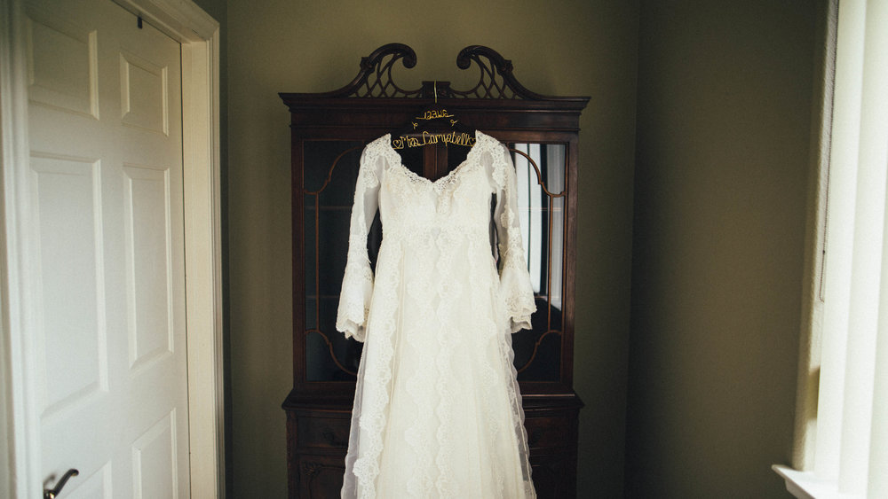 The bride wore her mother's wedding dress! Swoon