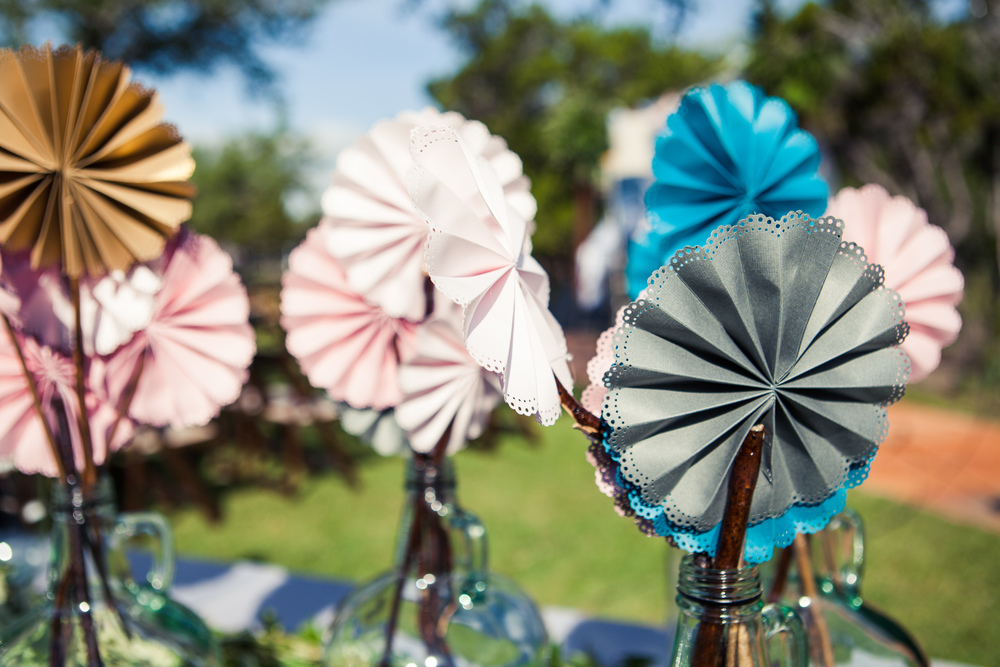Paige-Newton-Photography-Wedding-Details-Paper-Fans.jpg