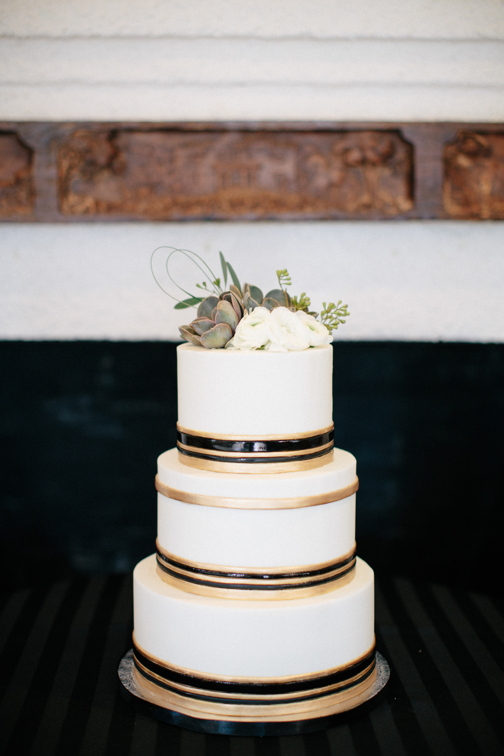 Paige-Newton-Photography-Wedding-Details-Simple-White-Cake.jpg
