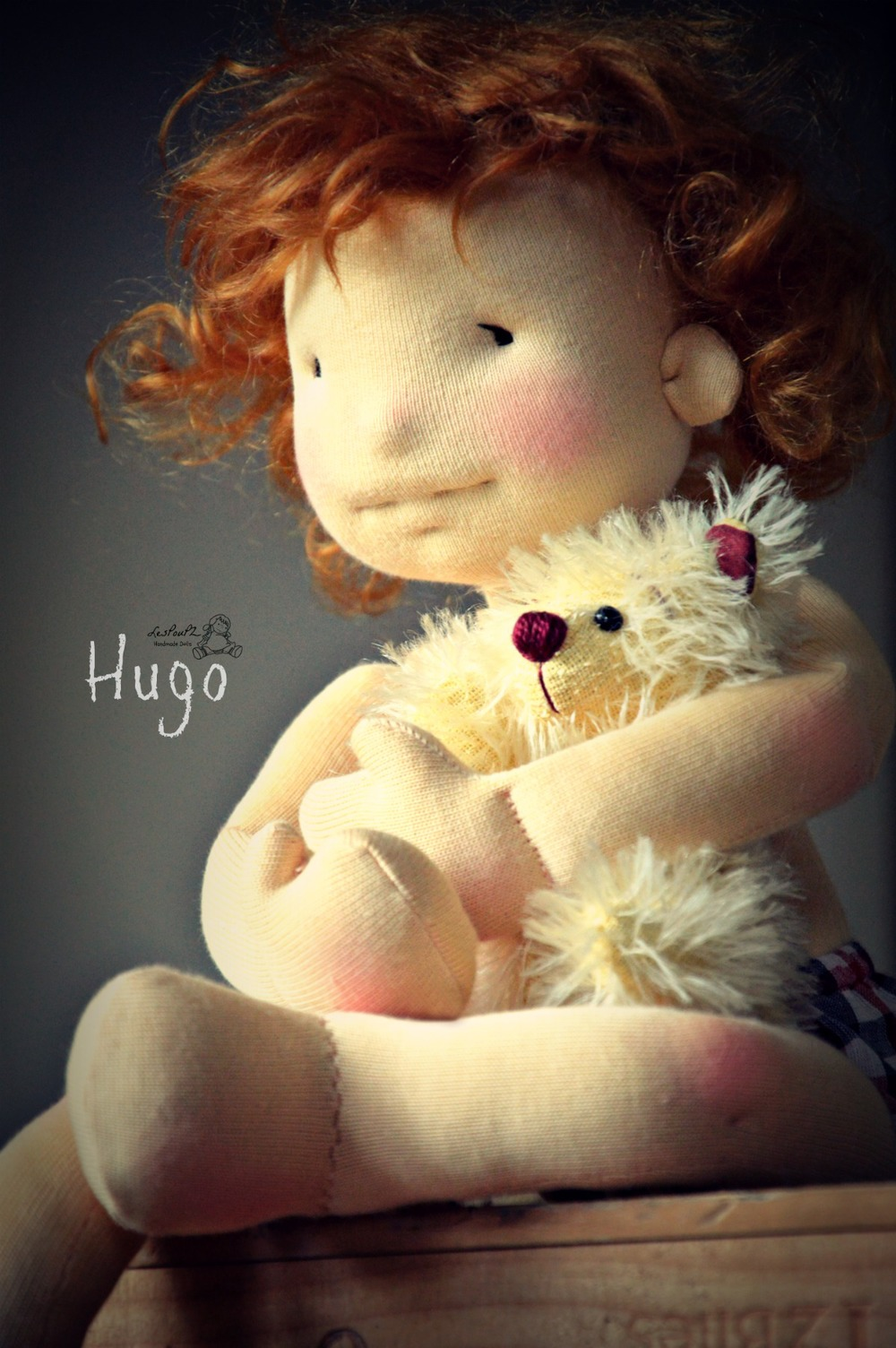 Hugo sitting /  Hugo assis