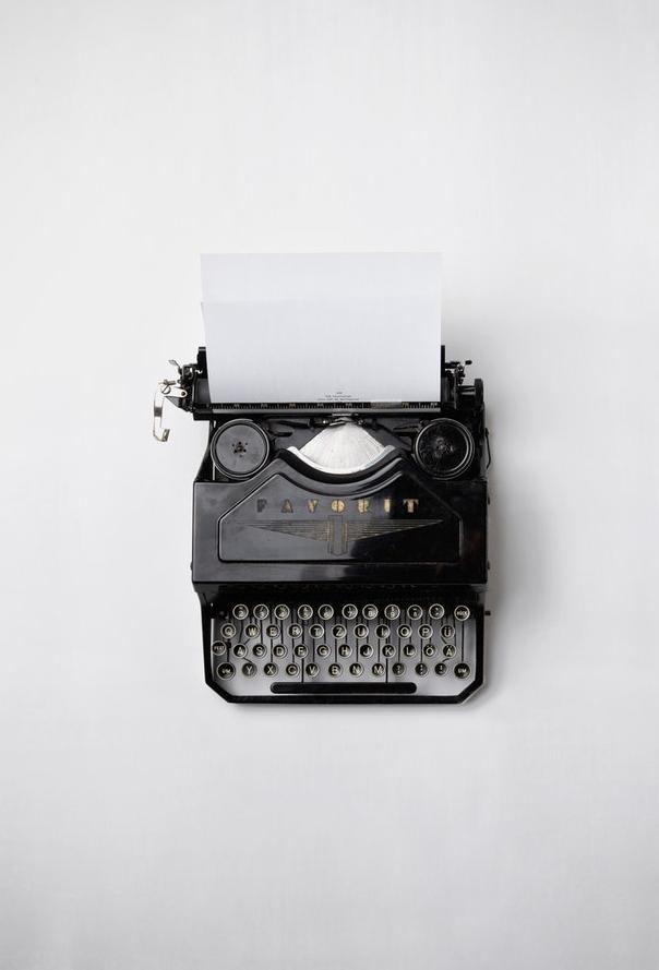 LJIZlzHgQ7WPSh5KVTCB_Typewriter.jpg