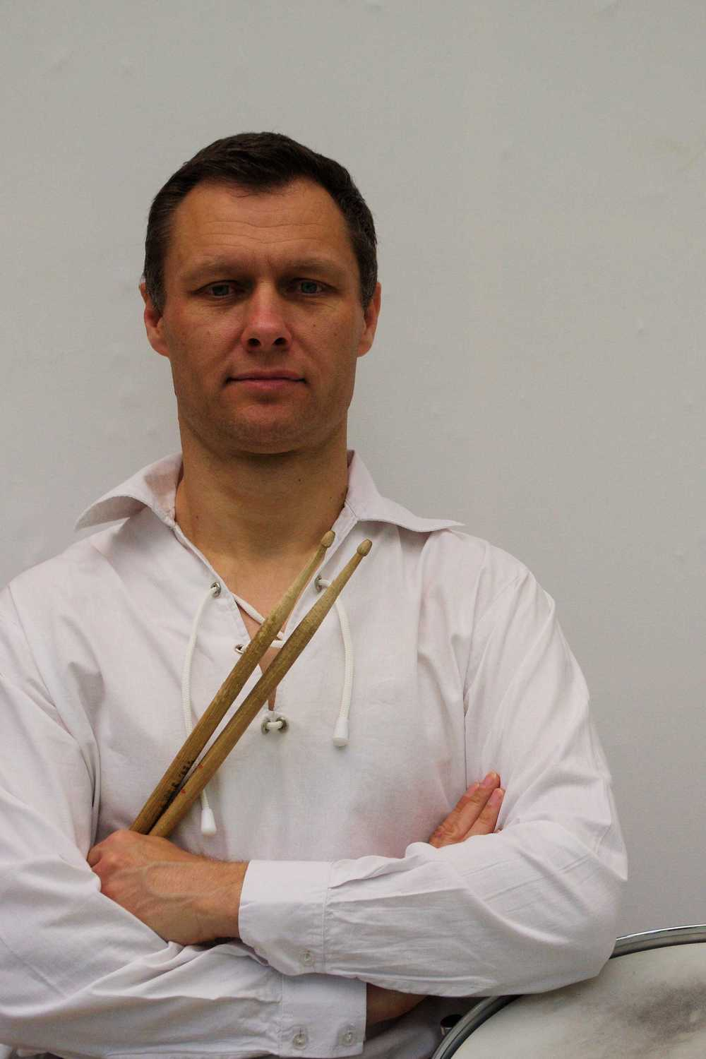 We do our utmost to avoid mistakes in the band - otherwise Simon gives us this look!