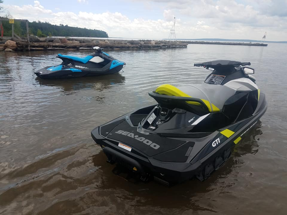 New 2018! Seadoo GTI with 600lbs 3 person capacity, only a 90hp engine but elegently comfortable and smooth to ride.