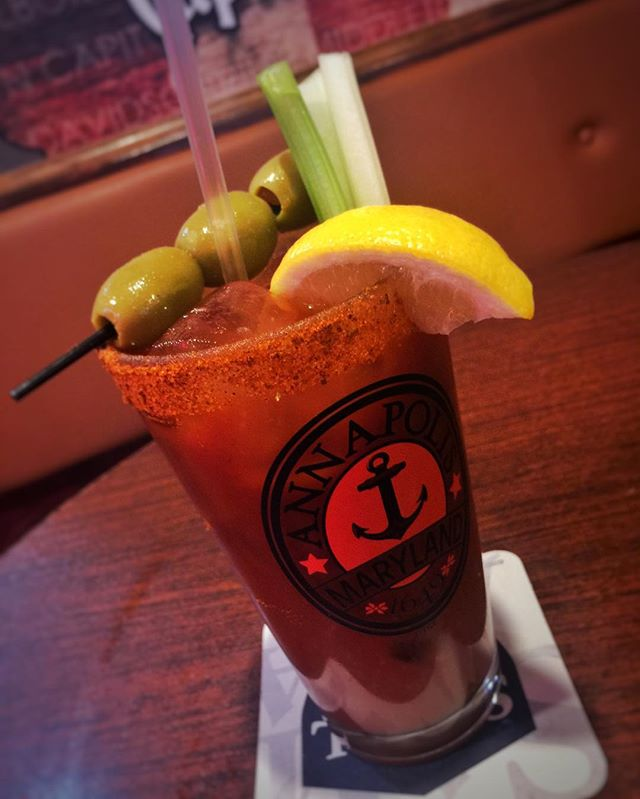 Happy Sunday! 🌞 Come start your day off with our 2 for 1 Bloody Mary/Mimosa special til 1pm! Then kick it off with our Football specials running during all games! 💃🏼🏈🍺