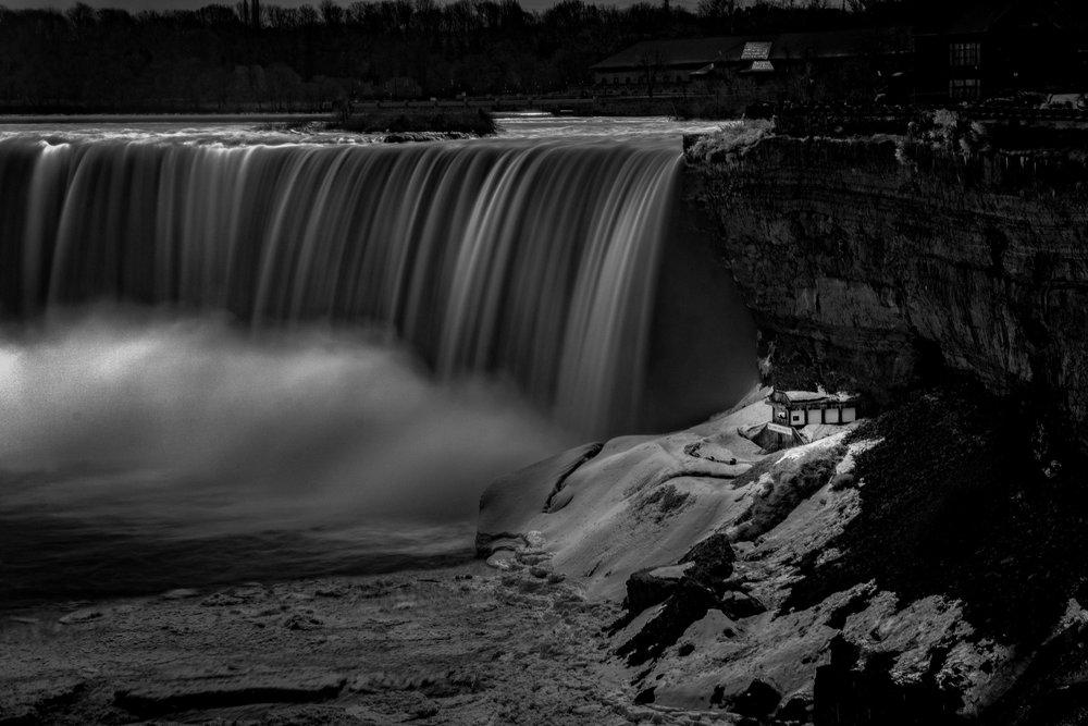 Black and white Niagara