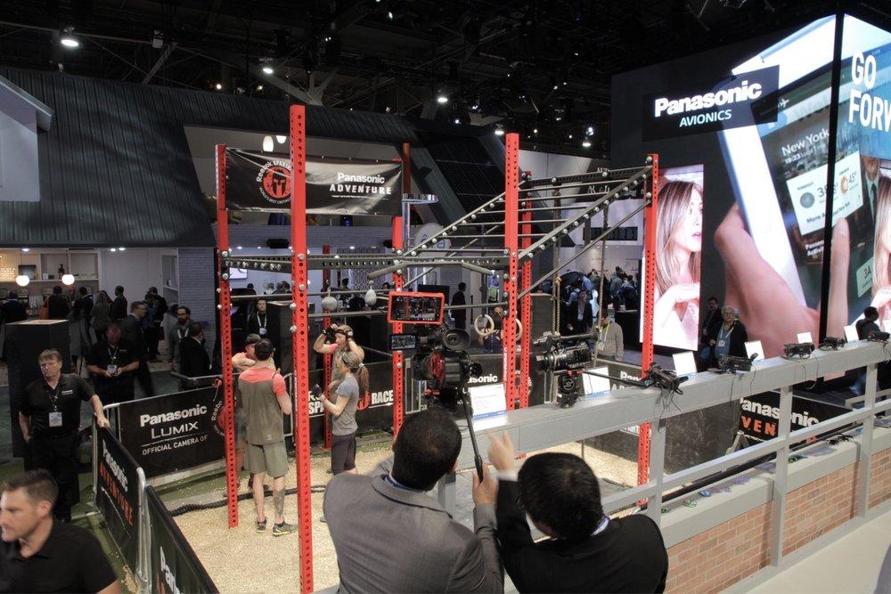 Panasonicブースでは、Panasonic Studium と称したジャングルジムで4Kカメラのテスト撮影ブースを設けていた。