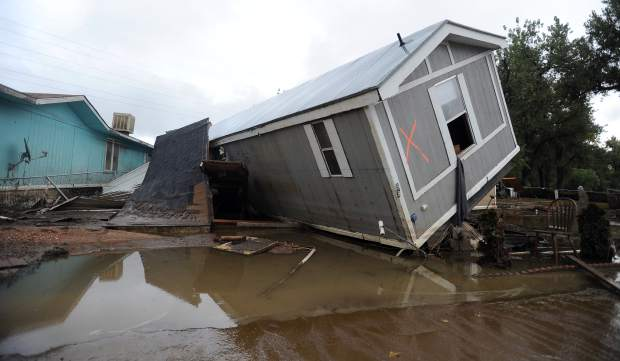 Damaged mobile homes in Evans, Colorado. Image: The Greeley Tribune.