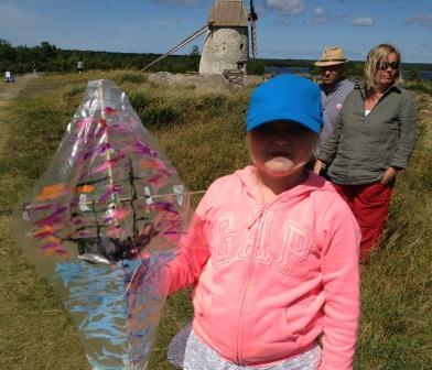 flicka med båtdrake web