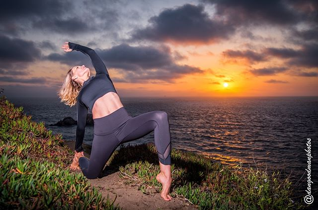 I break all the spells that keep me from my magic. I am free. I am possibility. 📸 @dangoodmanphotos 🌙 #vazayoga #dreams #love #breakfree #spell #empoweredbeyond #loveyoga #andsoitis #yogaretreat #sanfraniscomodel #fitnessmodel #yogamom #yogafun #chooselove #ninja #wildwomen #ocean #nature
