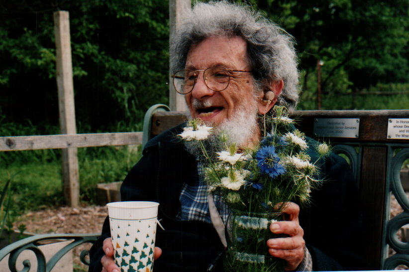 W_Holding flower vase.jpg