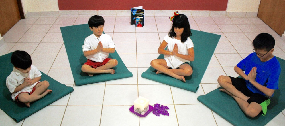 Ninos_meditando