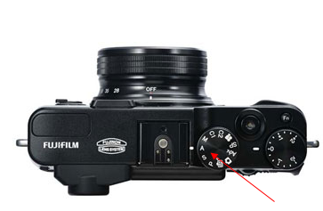 Aperture Mode selected on typical small high quality camera (Fujifilm X20 in this example)