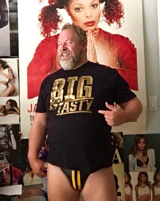 Thank you @jmobear 🖤🐻💛 #bearflavoured . . . . . #bigntasty #bigtasty #picsbybears #bearweek365 #beardporn #daddy #daddybear #bearweek #gaybear #design #menswear #illustration #tshirt #tshirtdesign #graphictee #typography #plussize #plussizemodel #malemodel