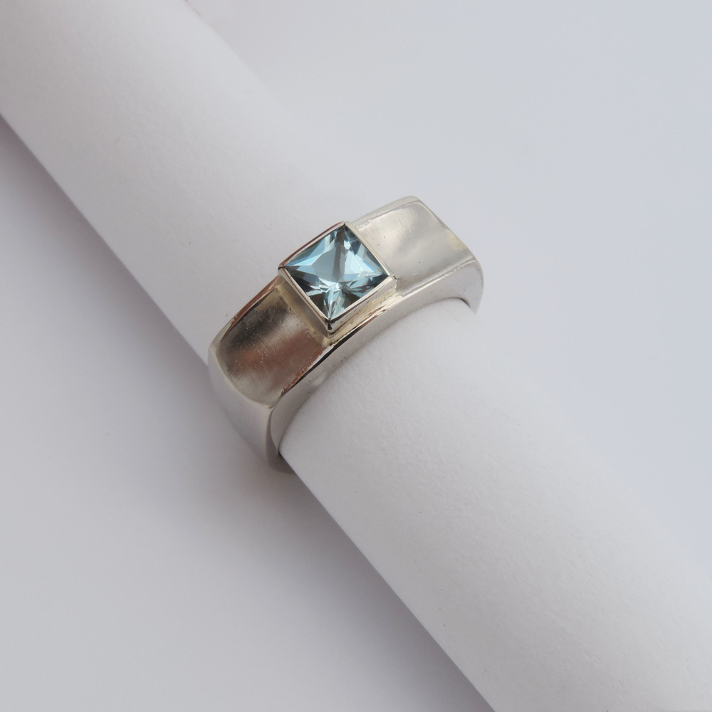 14k white gold , princess cut aquamarine