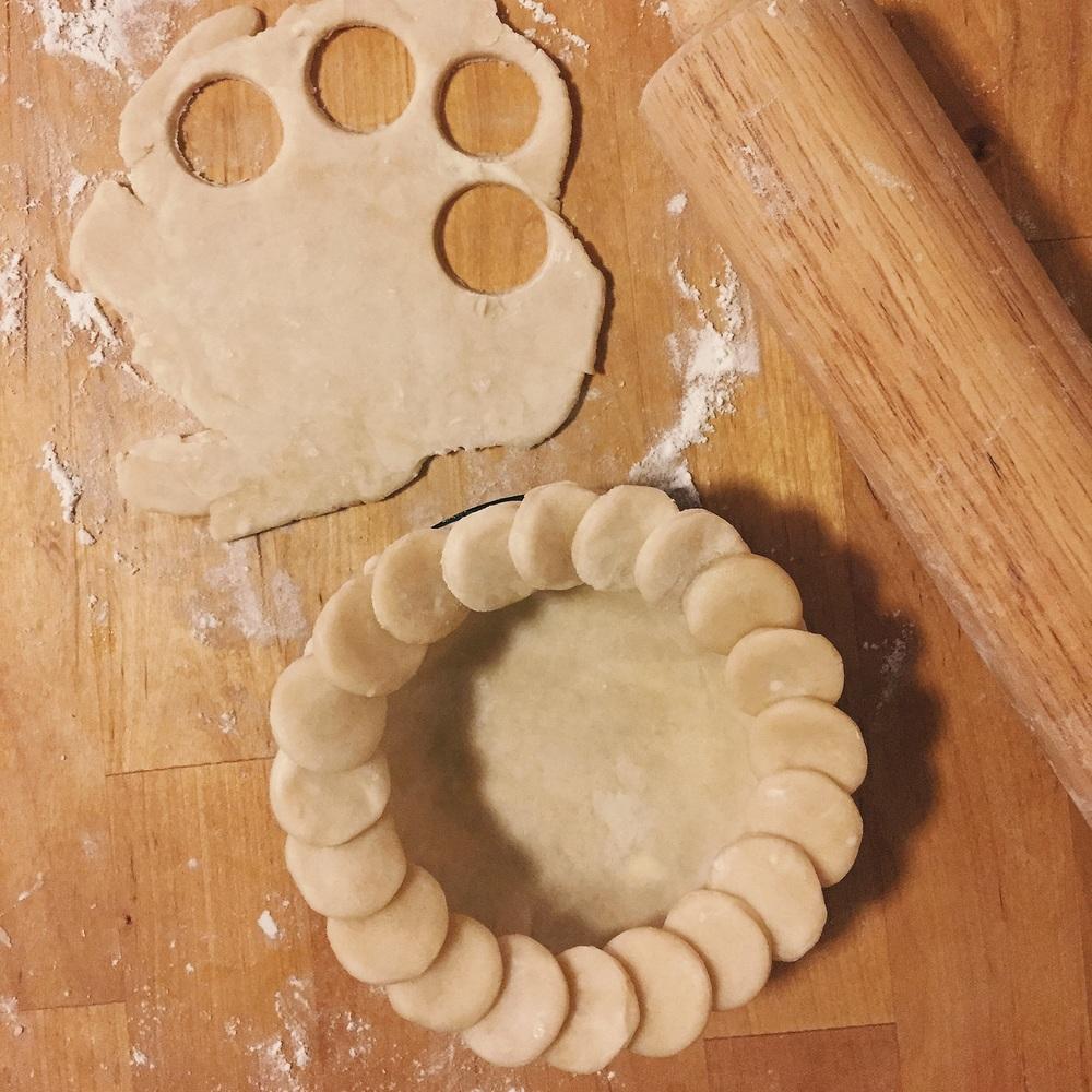 Cookie Cutter Crust for a Mini Pumpkin Pie