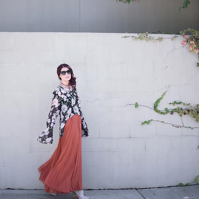 Going with the flow...🌸 [Linking my $57 pleated maxi skirt and favorite floral bell sleeves here: http://liketk.it/2pq9M] . . . #dallasblogger #dallasfashion @liketoknow.it #liketkit #styleblog #fashionblog #blogger #fblogger #currentlywearing #styleblogger #lookbook #flashesofdelight #mystyle #pursuepretty #todaysoutfit #bloggerstyle #outfitoftheday #floral #streetstyle #fashioninspo #ootdwatch #wiwt #fashiondiaries #aboutalook #yougotitright #trends #fallfashion #followme #realoutfitgram