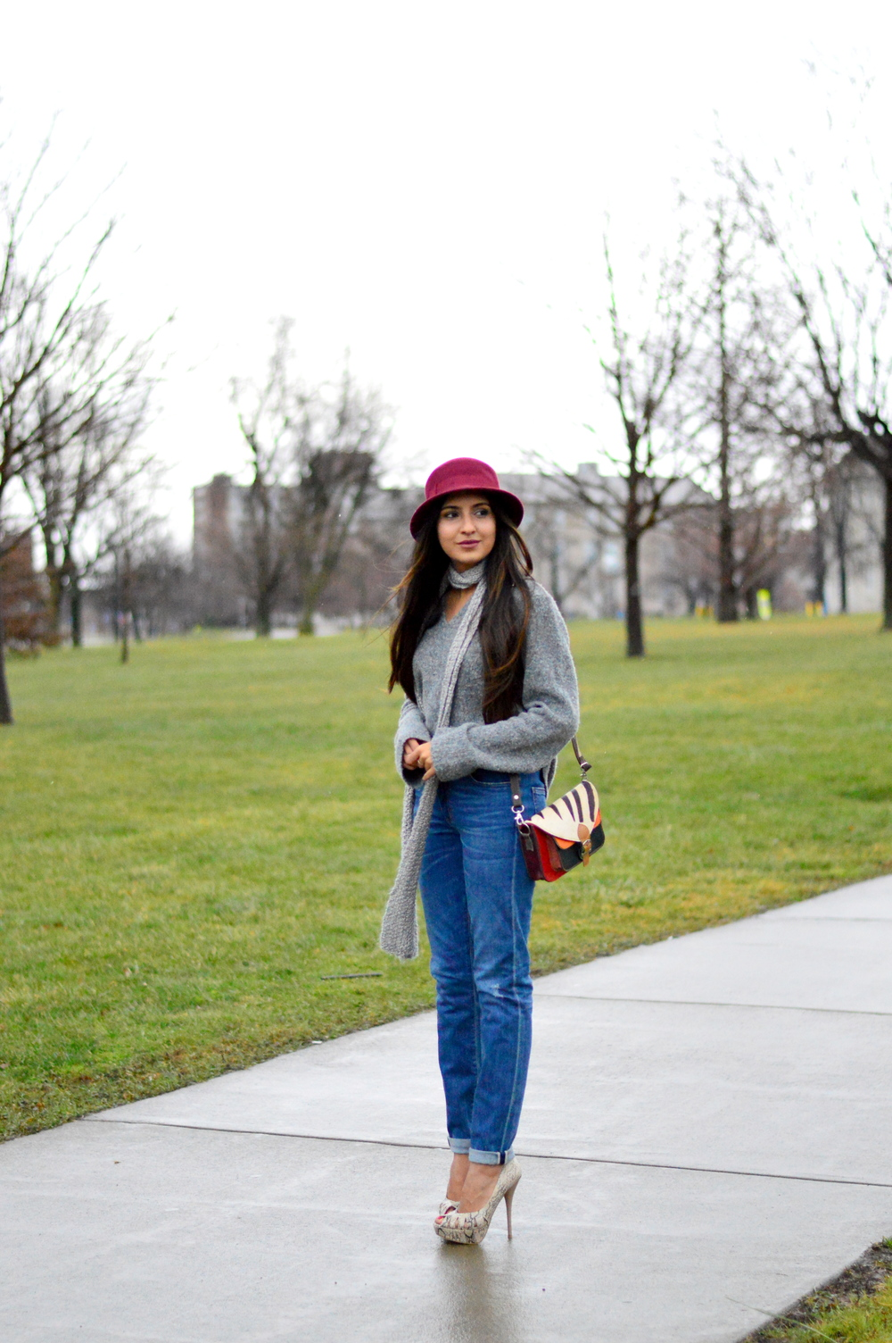 Grey-Skinny Scarf-High waisted jeans- #IFCHIC24 3