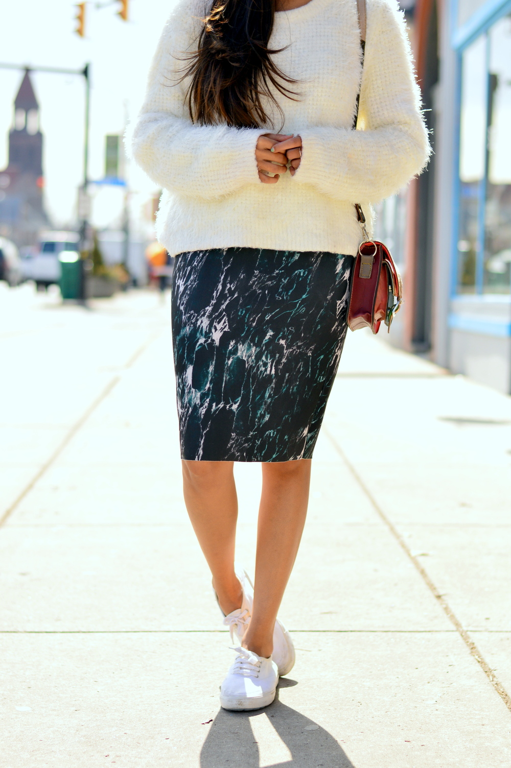 marbled-pencil-skirt-white-sneakers 4