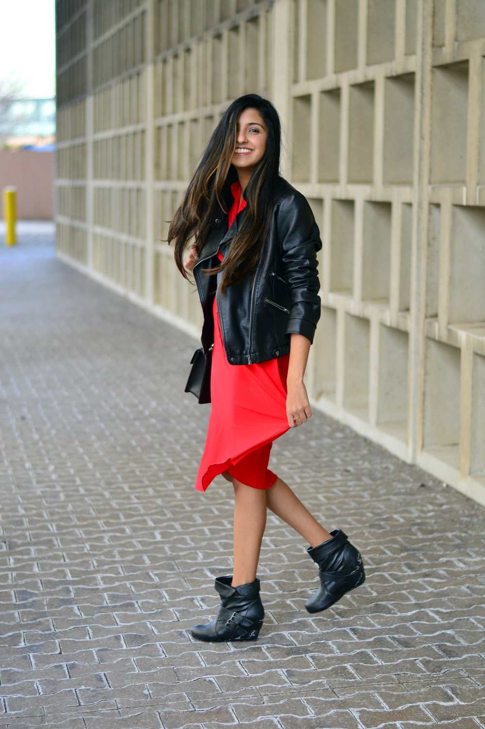 red-midi-shirtdress-leather-jacket-blogger-outfit