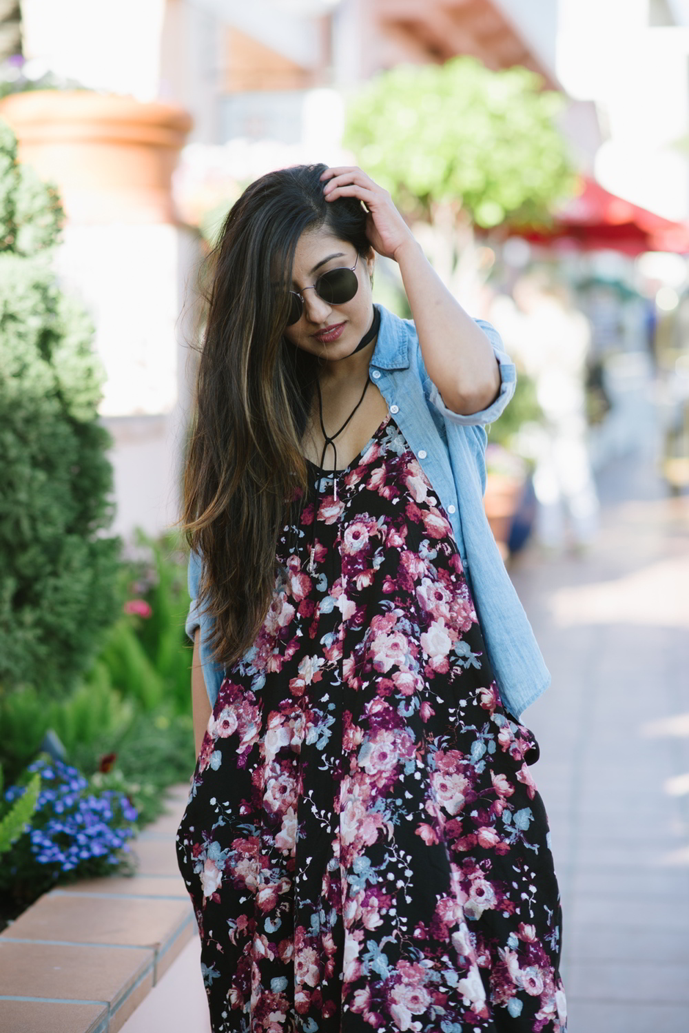 boho-outfit-floral-maxi-dress-chambray-shirt
