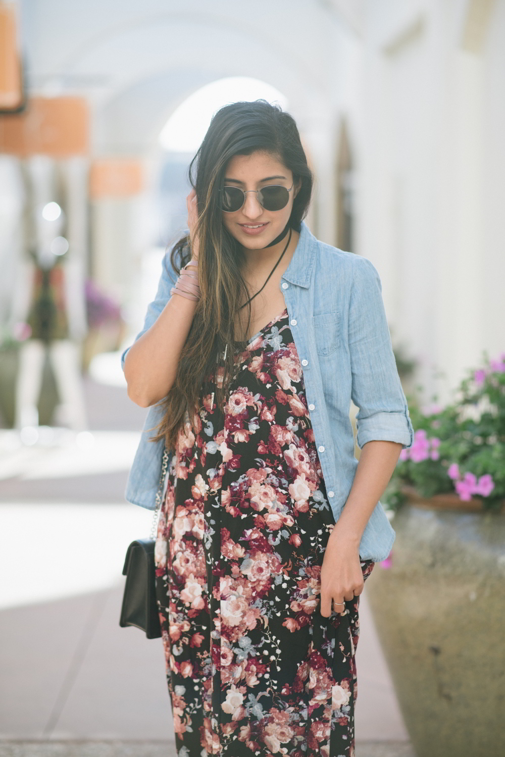 boho-spring-streetstyle-floral-maxi-dress-chambray-shirt