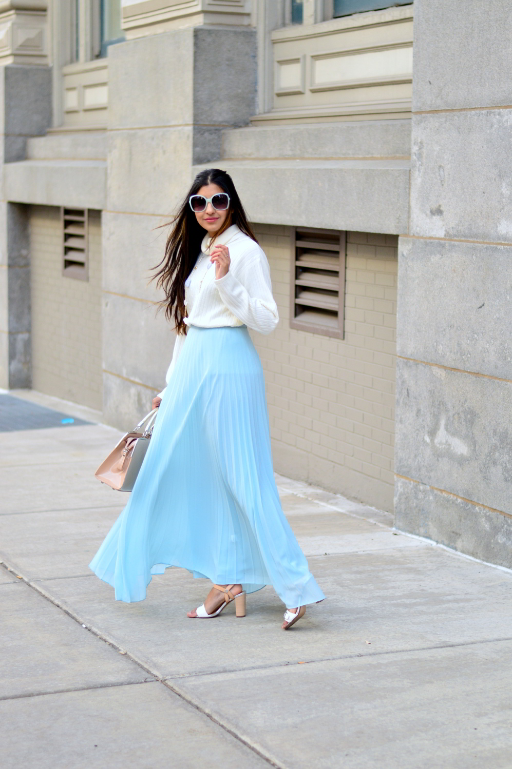 pleated-maxi-skirt-turtleneck-sweater-outfit-blogger-style 5