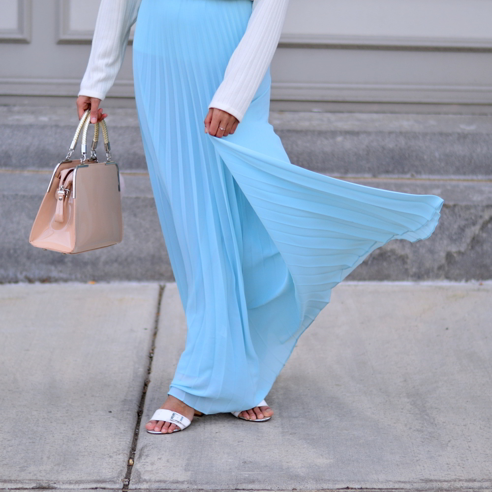pleated-maxi-skirt-turtleneck-sweater-spring-style 7