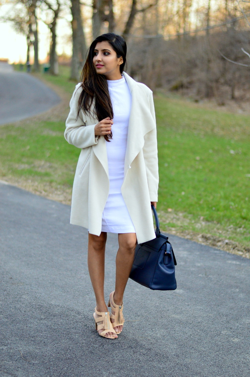 spring-neutrals-white-denim-dress-blogger-outfit 3