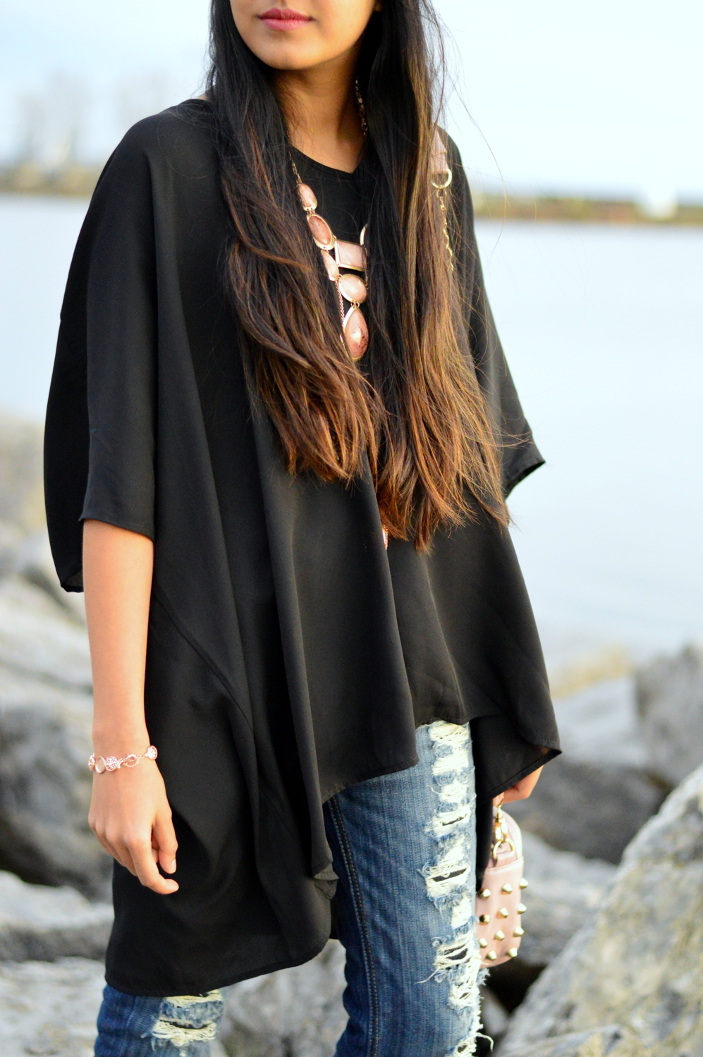 casual-spring-style-black-tunic-distressed-denim 4