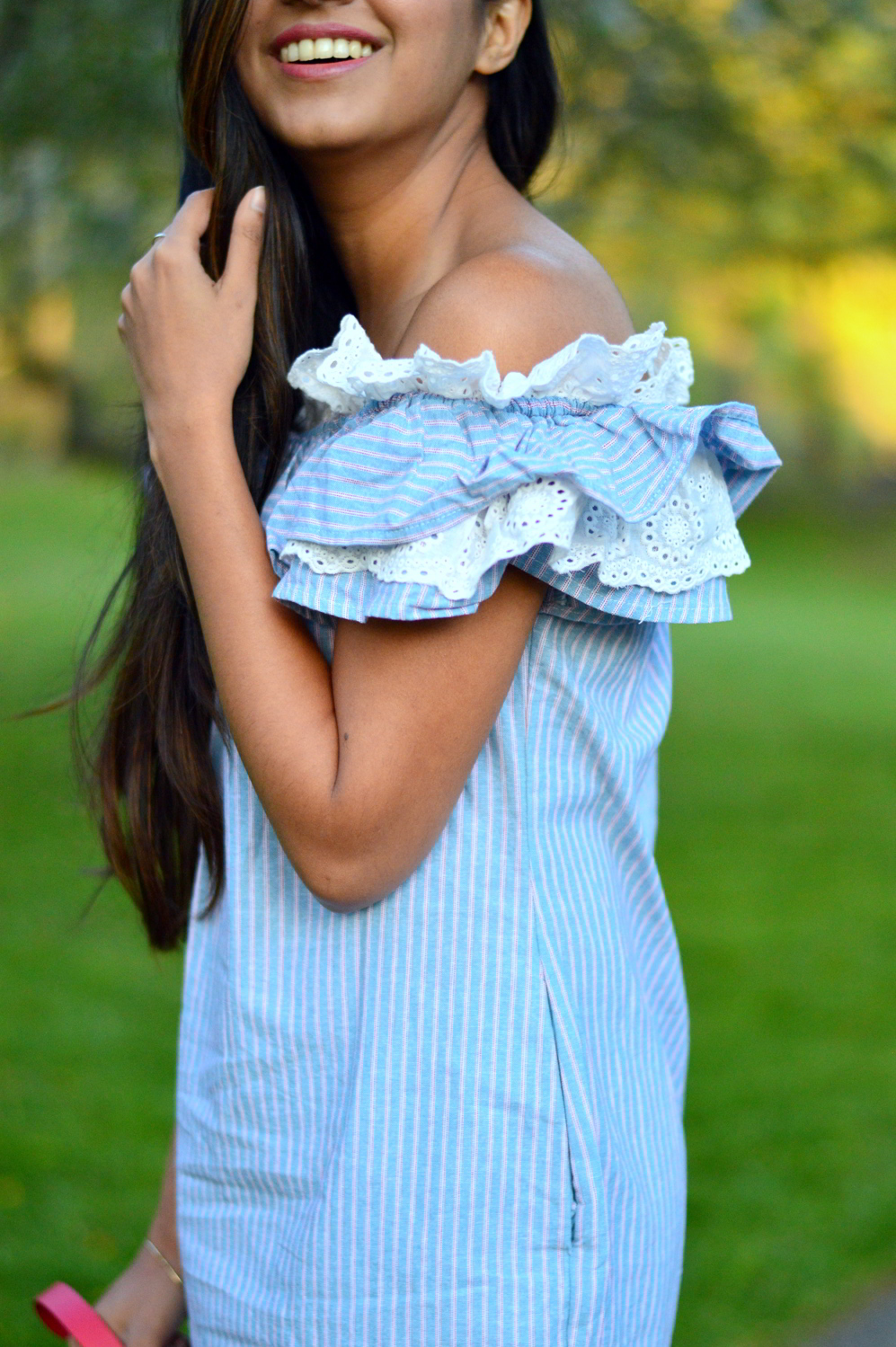 Off-Shoulder-Pinstriped-Chambray-Dress 4