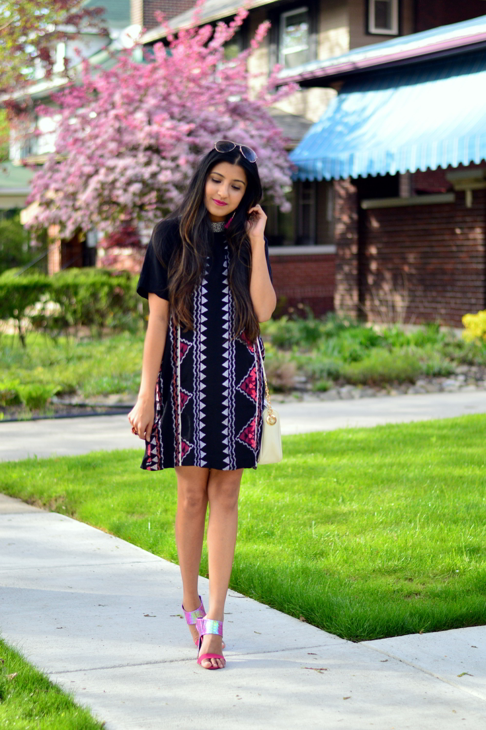 printed-high-neck-shift-dress-blogger-style-outfit 7