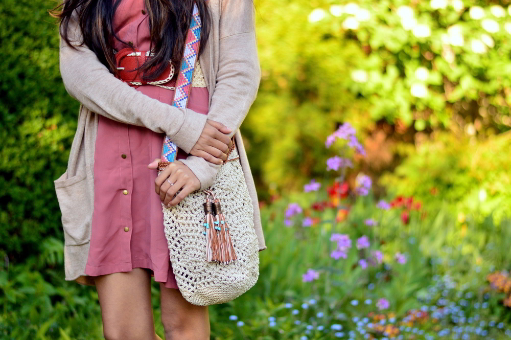 pink-shirtdress-crochet-bag-boho-accessories-spring-essentials 4