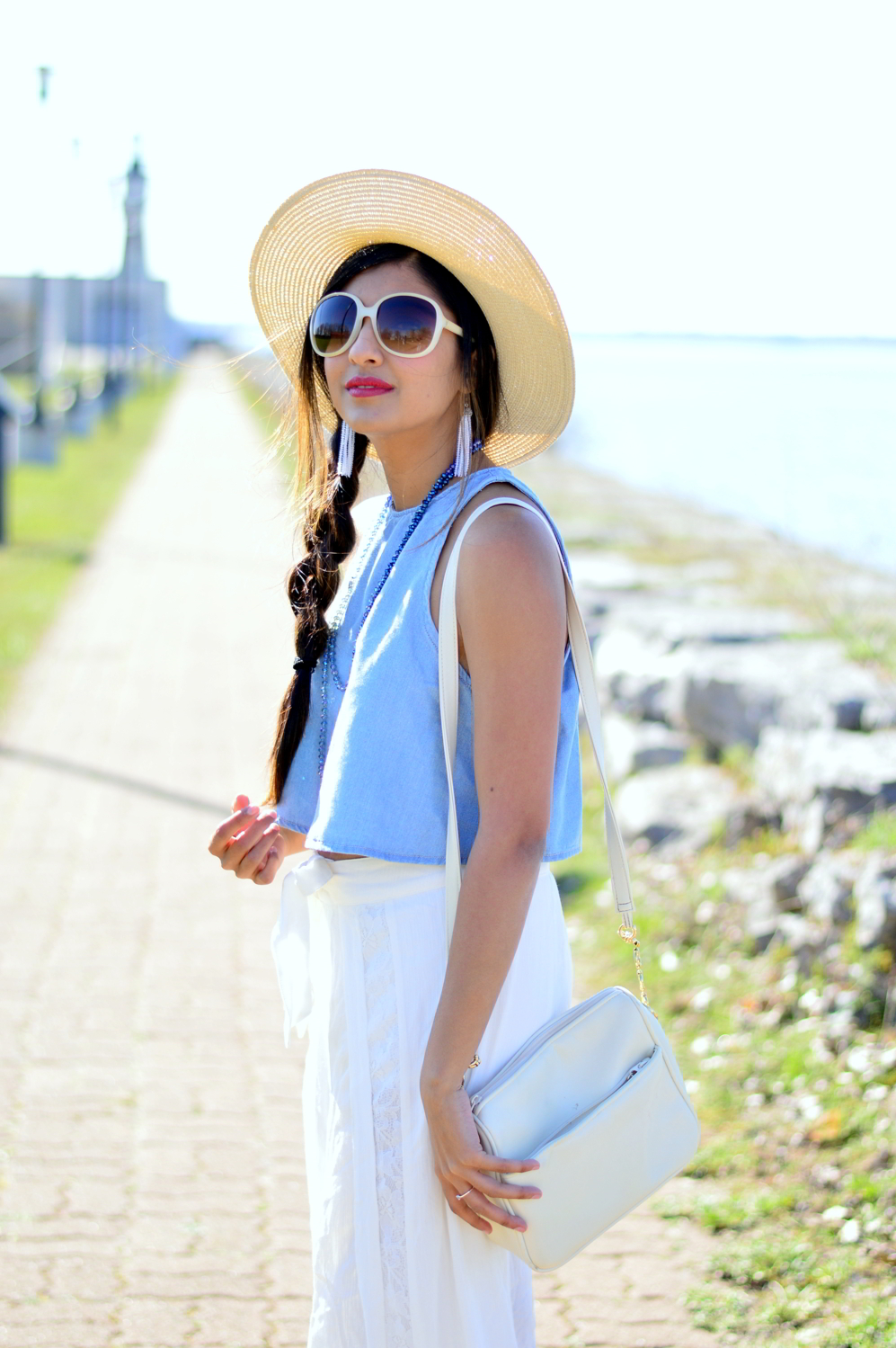 denim-crop-top-white-beach-style-blogger-outfit 5