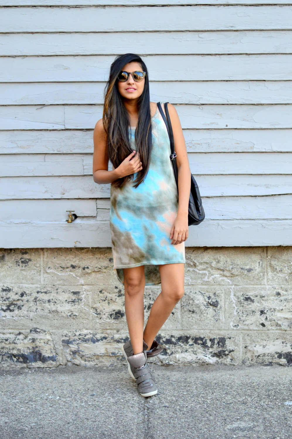 tie-dye-dress-sporty-chic-summer-style-boho-blogger-outfit 3
