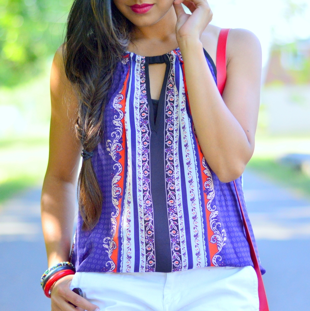 casual-summer-style-July-4th-outfit-inspiration-red-white-blue-paisley 5