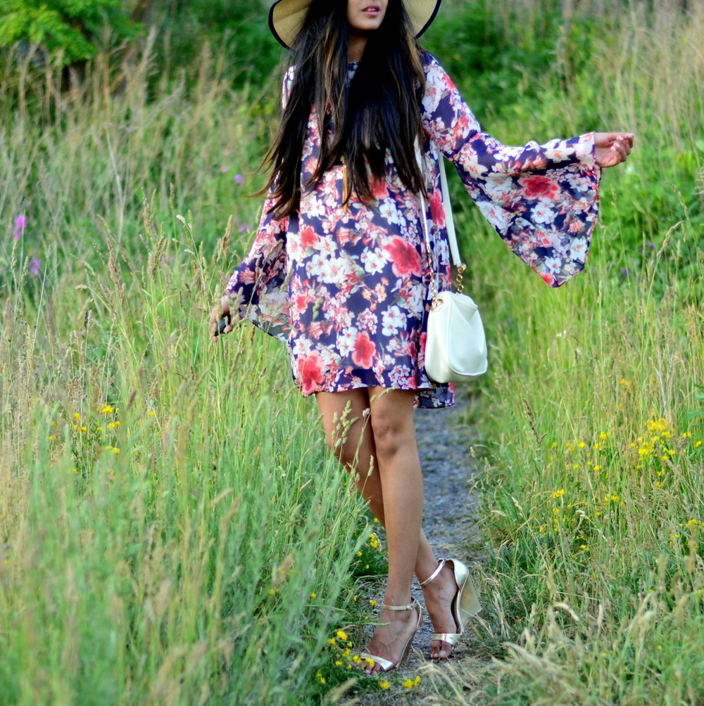 bell-sleeves-floral-dress-summer-casual-style 4
