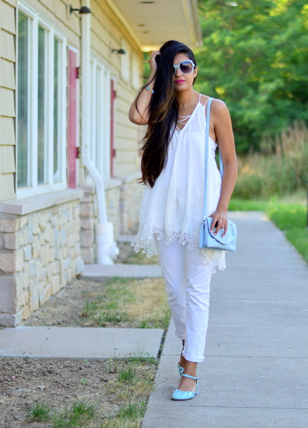 all-white-summer-style-lace-up-details-blogger-outfit 3