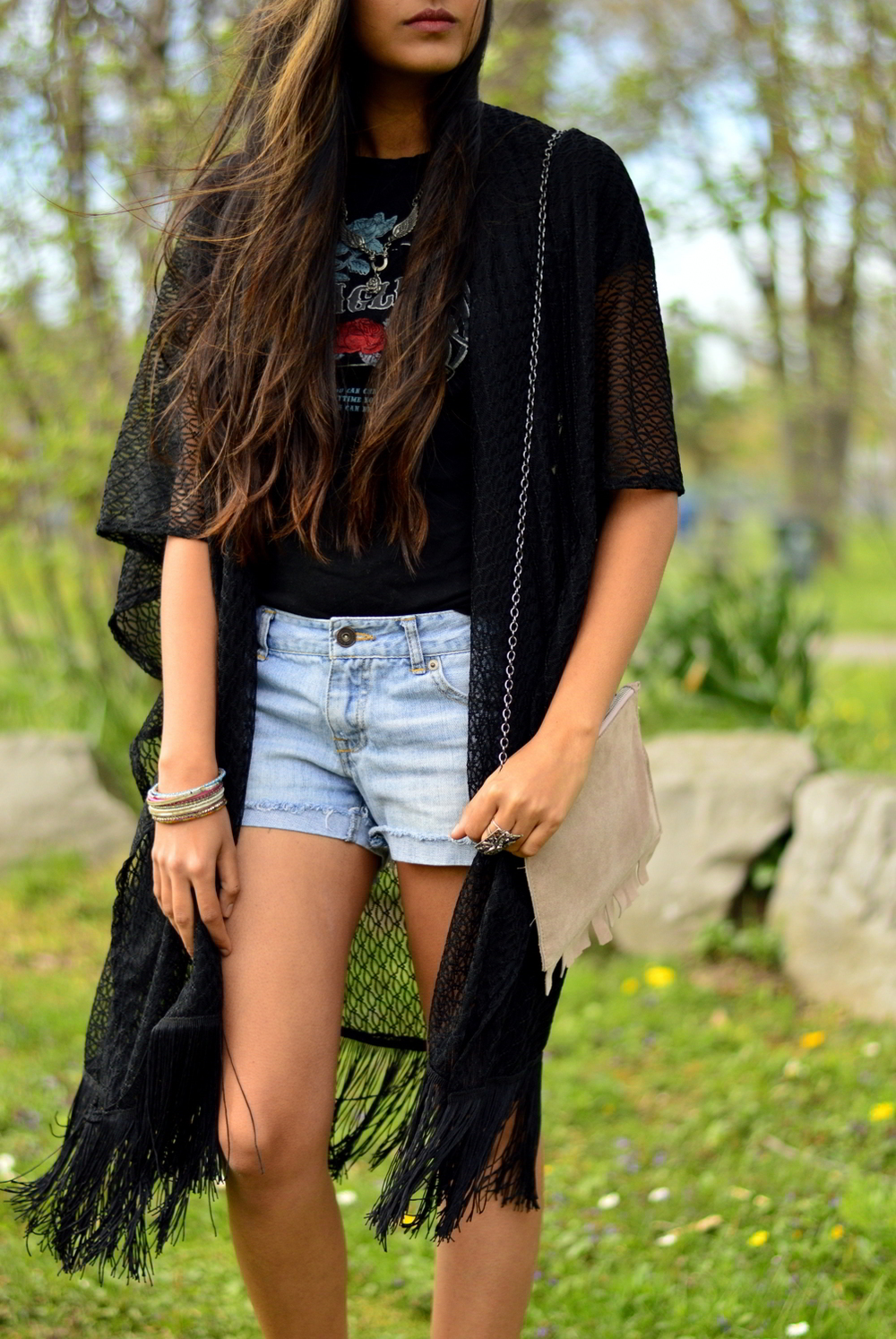 graphic-tee-fringe-boho-chic-casual-everyday-layers 4