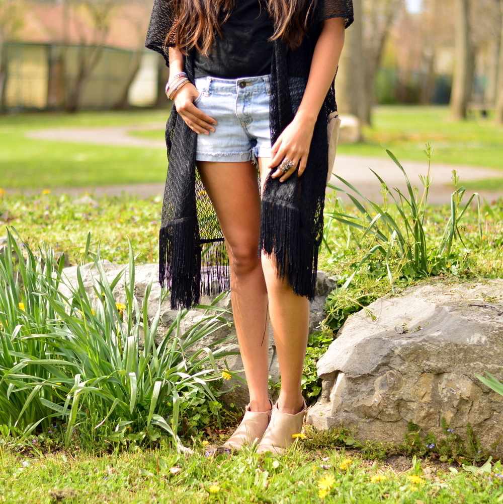 graphic-tee-fringe-boho-chic-casual-summer-style 8