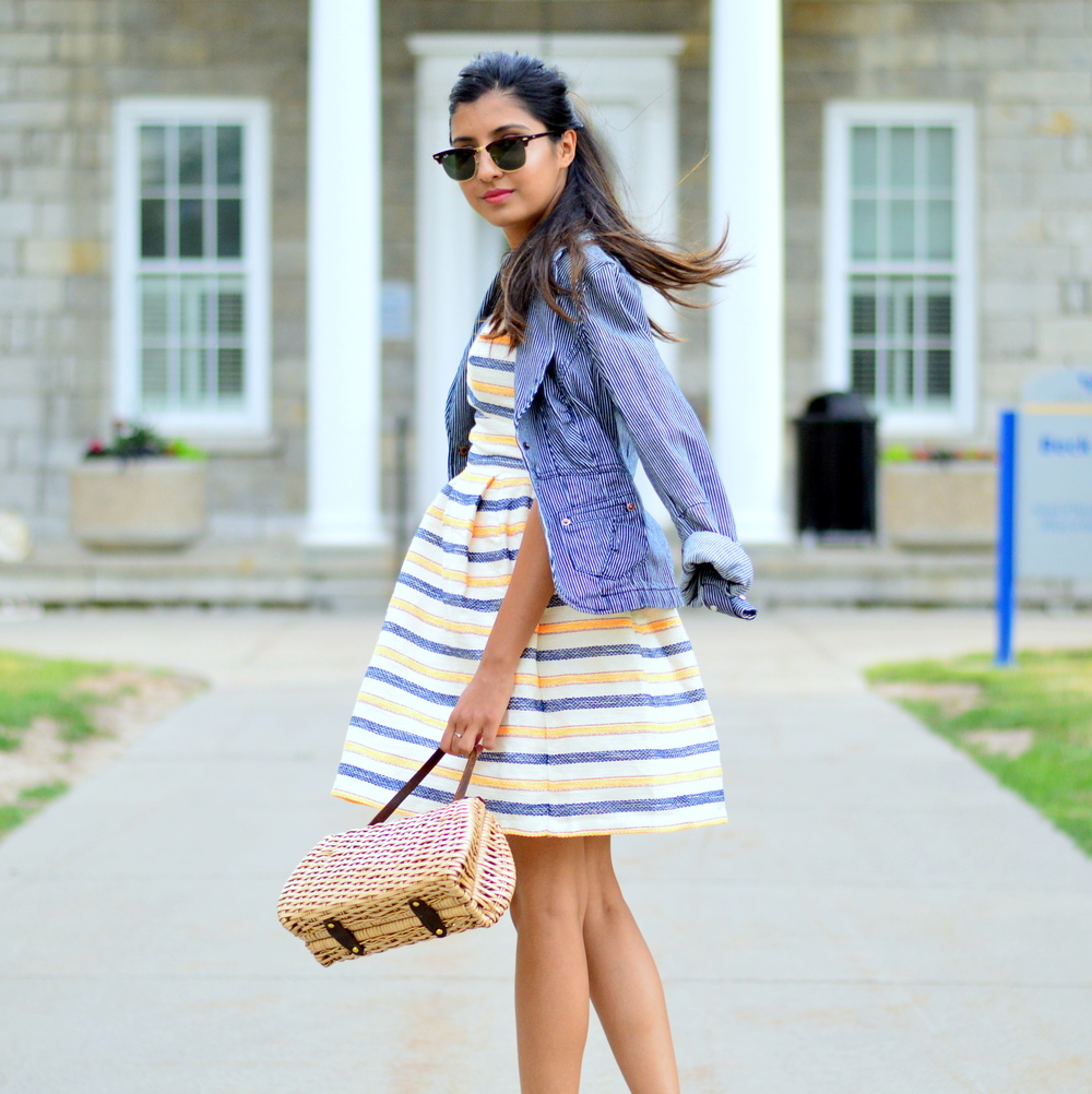 summer-striped-dress-denim-jacket-blogger-style-outfit 7