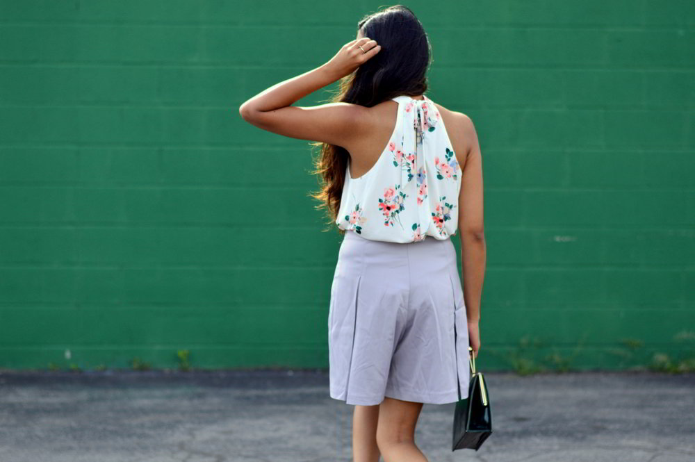 floral-bodysuit-pleated-shorts-summer-style-blogger-outfit