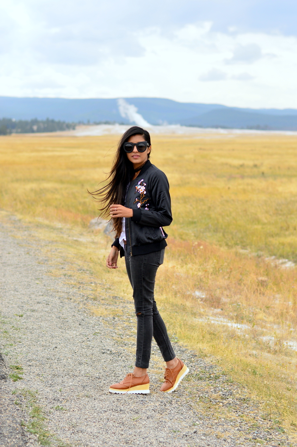 Grand-prismatic-spring-yellowstone-national-park-travel-guide-what-to-wear-outfit