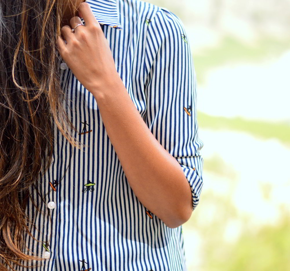 striped-shirt-white-jeans-fall-layers-classic-style-blogger-outfit 4