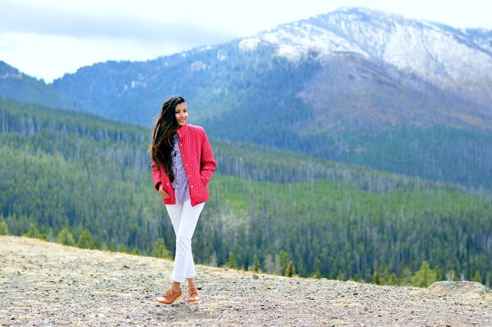 striped-shirt-white-jeans-fall-layers-yellowstone-national-park-classic-style-blogger-outfit 6