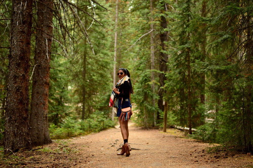 denim-skirt-off-the-shoulder-fringe-boho-casual-fall-style-travel-colorado-blogger 4