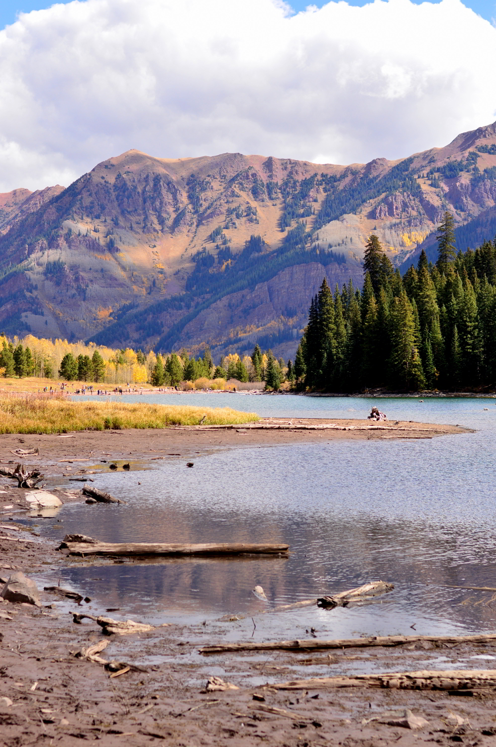 travel-blogger-guide-fall-style-maroon-bells-aspen-colorado 2